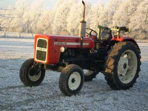 Ursus C-360, bouwjaar 1978, viercilinder, 60 pk. Op 22 december 2007, bij 10 graden onder nul starten en lopen, in een zonnig en berijpt landschap.